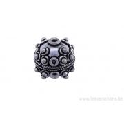 Perle ronde en métal argent d'Inde - tressé au centre demi boule par trois de chaque côté du centre x2