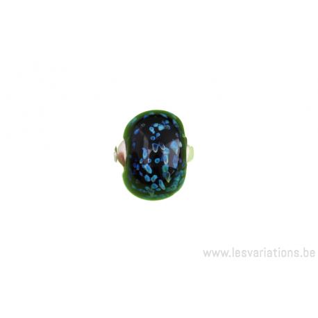 Perle en verre d'artisan - roue - noir - incrustation de bleu