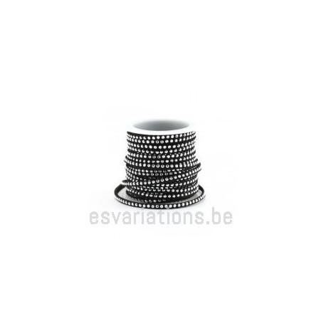 Daim synthétique plat - 3 mm - Rivet - noir - par 25 cm