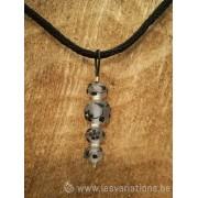 collier en perles d'artisan motif fleuri