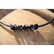 Collier de verre les spirales perle noir points blancs