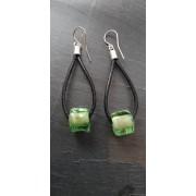 Boucle d'oreille en verre vert et feuille d'argent
