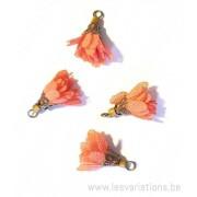 Pendentif fleur tissu rose avec anneau d'attache