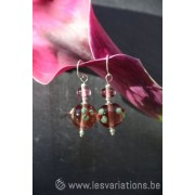Boucles d'oreille en perles d'artisan mauve transparent fleur verte- collection Vintage
