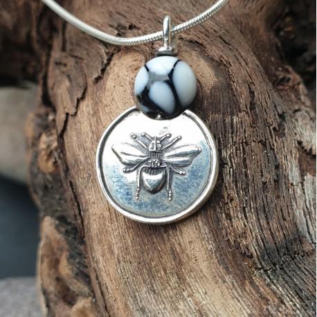 Médaillon : l'abeille