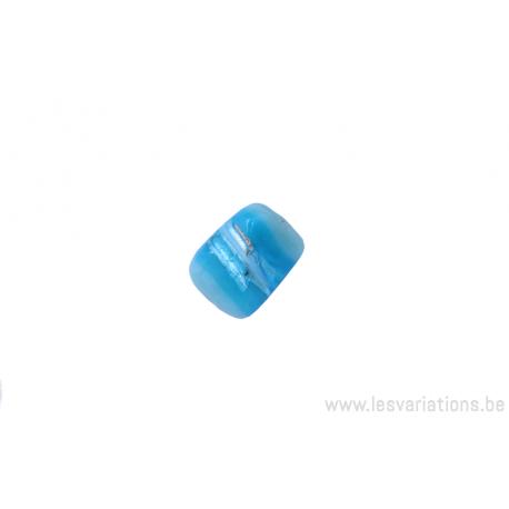 Perle en verre carrée tordue - bleu clair ligné turquoise - reflet argenté