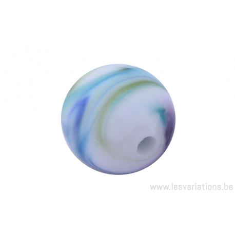 Perle en verre d'artisan -ronde - blanche nuage de bleu / vert / mauve