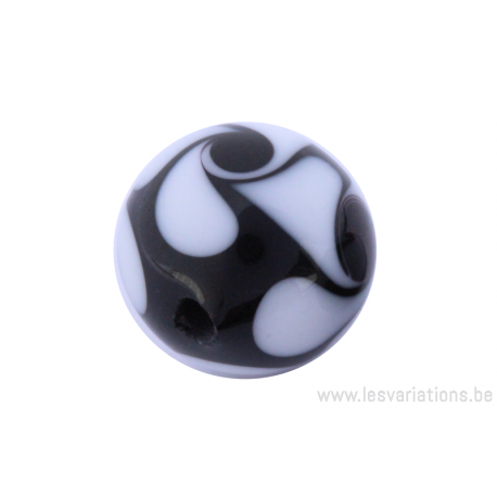 Perle en verre d'artisan -ronde - noir - spirales blanches